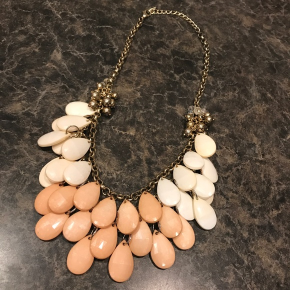 Jewelry - Chunky pink and white necklace